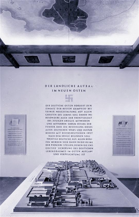 В марте 1941 г. в Берлине планы СС по организации поселений были представлены общественности.