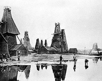 Добыча нефти на промысле товарищества «Бр. Нобель» в Баку, 1900-е гг.