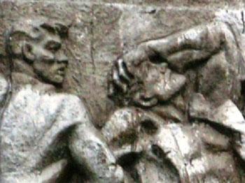 Фрагмент памятной стелы, посвященной 27 коломенцам, убитым в декабре 1905 г. Коломна, пл. Восстания